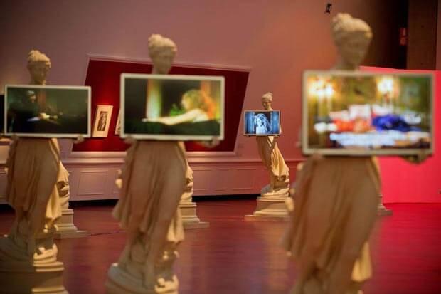 Francesco Vezzoli, Sculture con installazioni video