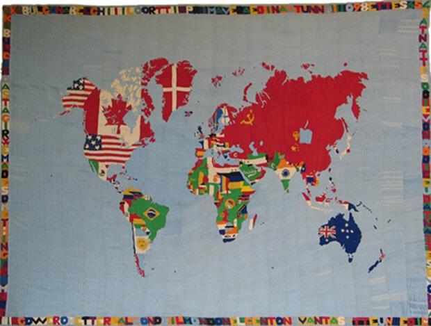 Alighiero Boetti. Mappa, 1972-1973, ricamo a mano su lino, cm. 161X217