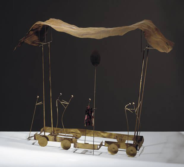 Fausto Melotti. Carro delle illusioni, 1984, ottone, tessuto