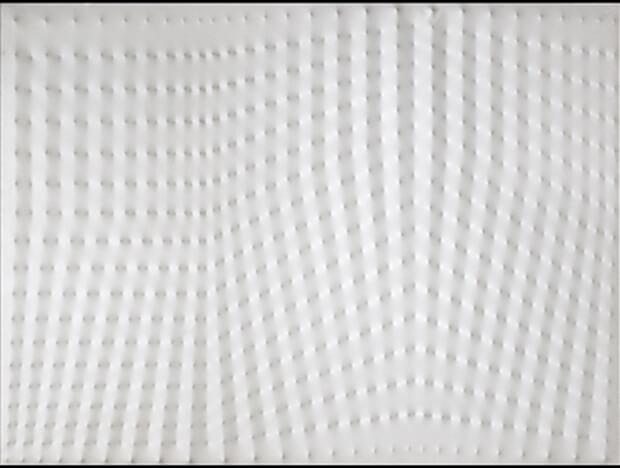 Enrico Castellani. Superficie bianca, 1976, acrilico su tela, 208x285 cm.