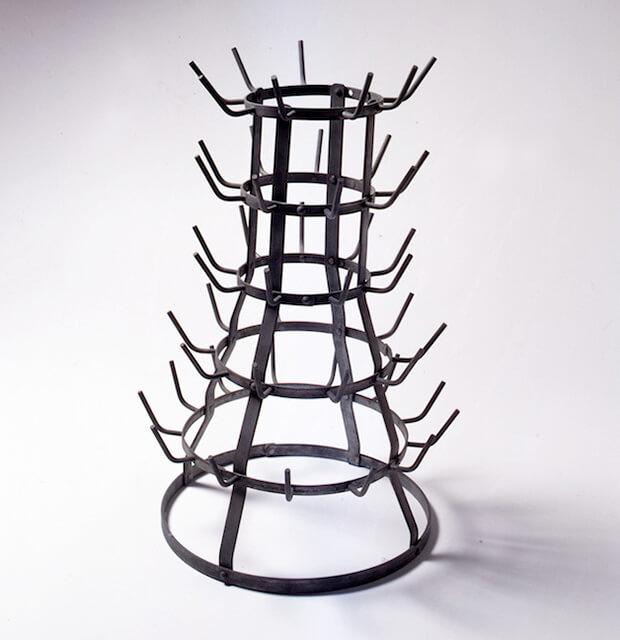 Marcel Duchamp. Scolabottiglie, 1914 -1964, ready-made, in ferro galvanizzato, 59 x 37cm.