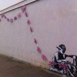 Bandiere del Regno Unito, Londra. Image credits: Banksy