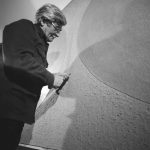 Alberto Burri. L'artista mentre lavora a un Cellotex, 1977-78 ca. - photo Aurelio Amendola