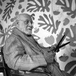 Il maestro Matisse nel suo studio a Nizza. 1952. Foto AFP