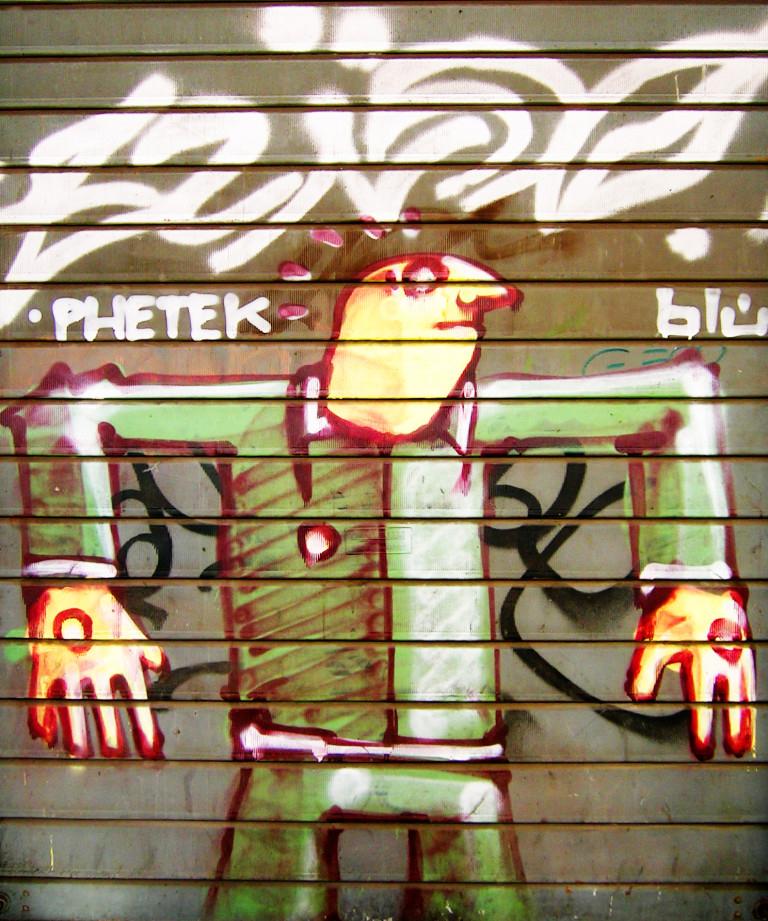 Street Art – Banksy & Co. Blu. Phetek. Spray su serranda d'acciaio, cm 280×226. Collezione privata