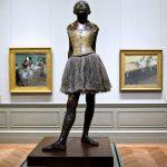 Edgar Degas. La Piccola ballerina di quattordici anni, 1881. Bronzo fusione 1922 con patina dipinta, gonna di tulle, nastro di raso, cm 103,8 x 48,8. Musée d'Orsay, Parigi